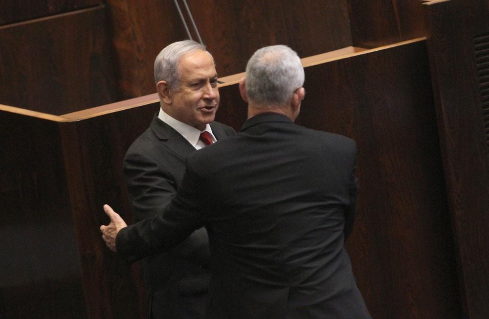 Netanyahu and Gantz shake hands
