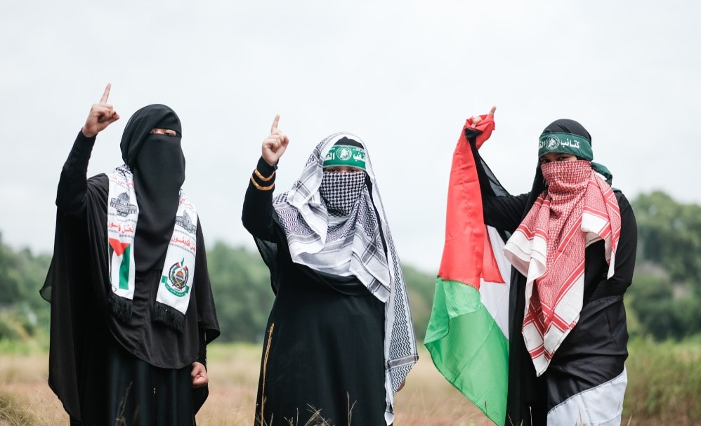 Masked supporters of terror group Hamas
